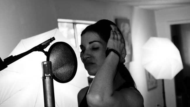 singer-340211_1280